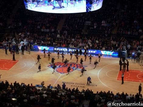 El cuerpo de bailarinas de los Knicks en el entretiempo.